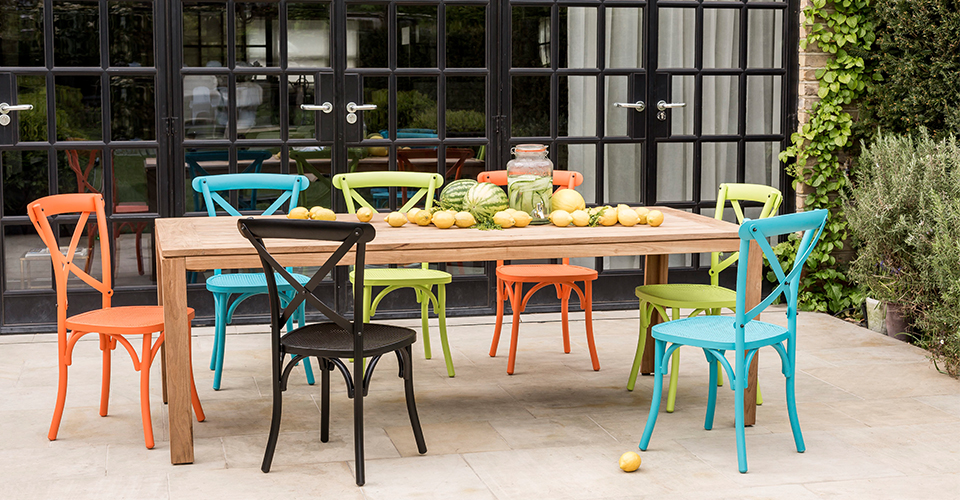 Take 4 Outdoor Dining Set Trends to Consider this Summer
